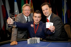V.l.n.r.: Casino Baden Direktor Edmund Gollubits, Texas Hold'em Europameister 2010 Mihai Manole, Casinos Austria Pokermanager Edgar Stuchly.