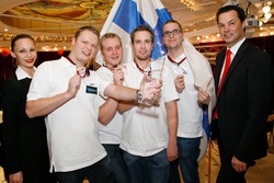 Das siegreiche finnische Nations Cup Team mit Casinos Austria Pokermanager Edgar Stuchly.