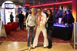 """""""Elvis"""" begrüßte die Gäste persönlich."""