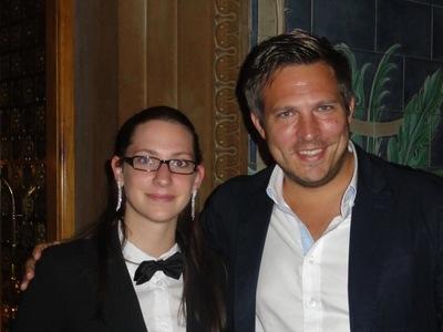 Erstplatzierter Marcus Engelmann (rechts) mit Turnierleiterin Meike Rensch