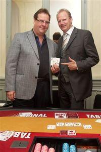 Pokerprofi Marcel Luske und Gewinner der BSPT 2011 Michael Neuhoff in der Spielbank Potsdam.