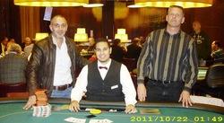 Turniersieger Emrah Turanoglu, Dealer Daniel Sittmann und Markus Faller (2.)