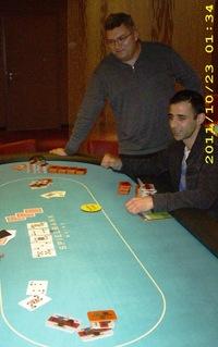 Andreas Springer nimmt seinen vorletzten Konkurrenten vom Tisch und Rashid Kalei freut sich auf das Heads-Up