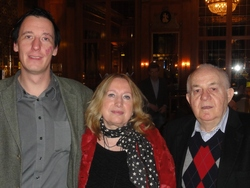T. Jesse (2) und Carmen Ushky (3) mit Albert Ushky