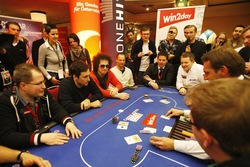 Gute Stimmung bei der Night Race Poker Charity