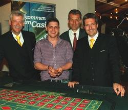 Gaming Manager Horst Trefalt, Sammeln-Gewinner Manuel Zauner, Casinodirektor Ernst Hubmann und Guests & Organisation Manager Robert Frießer.