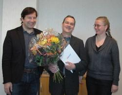 Geschäftsführer Tim Wittenbecher, der Jubilar Peter Löffler und Personalerin Birigt Pitzius.