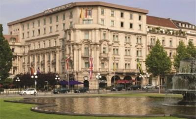 Die jeweiligen Gewinner der Monats-Over-all erhalten ein Verwöhnwochenende im Nassauer Hof, Wiesbadens erster Hoteladresse.