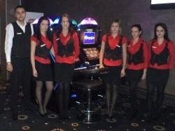 Die Mitarbeiterinnen und Mitarbeiter – hier das Team der neuen Filiale in Craiova – sind bestens geschult.