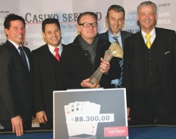 Casinos Austria Pokermanager Stefan Gollubits, Casino Seefeld Pokermanager Marcel Pipal, Sieger Guido G., Casinodirektor Ernst Hubmann und Gaming Manager Horst Trefalt. (Foto: Casinos Austria)