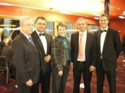 Team der Spielbank Feuchtwangen mit M. Körner von links nach rechts: Albrecht Reinhart (Techn. Leiter), Floorman Rankovic, Elisabeth Schock (Direktorin), Poker-Experte Michael Körner, Floormann Strohal.
