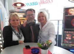 Grit Zimmermann (rechts) in Berlin mit Kunden.