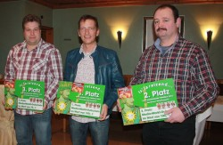 Manfred Gauselmann (M.) belegte beim Gauselmann-Preisskat 2013 den ersten Platz, gefolgt von Viktor Reinhardt (r.) und Jörg Matzke-Krupka (l.).