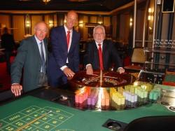 V.r.n.l.: Hr. Horak (Präsident der Staatlichen Lotterieverwaltung), Hr. Eursch (Direktor der Spielbank Garmisch-Partenkirchen), Hr. Federle (Direktionsassistent der Spielbank Garmisch-Partenkirchen).