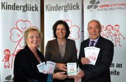 Startschuss für die Spendenaktion: (von links) Familienministerin Irene Alt, Ministerpräsidentin Malu Dreyer und der Stiftungsvorsitzende Magnus Schneider.