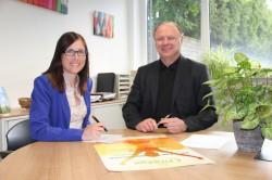 Referentin Annika Vorrath und Personalleiter Wolfgang Regenbrecht koordinieren das Gesundheitsmanagement der Gauselmann Gruppe.