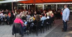 Axel begrüßt alle Mitarbeiterinnen und Mitarbeiter zur Mitarbeiterfahrt in Bad Oeynhausen.