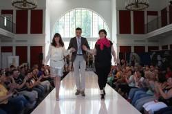 Die beiden Models der SCHMIDT Gruppe, die neue Mode-Highlights während einer  Modenschau auf dem Laufsteg präsentierten: Claudia Hinz und Pia Neumann.