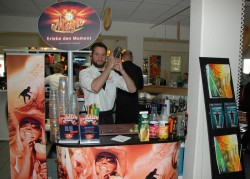 Professionelle Promoter begeisterten die Gäste der Marketing-Aktionstage mit kulinarischen Genüssen.