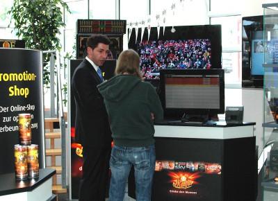 Auf dem 42-Zoll-Bildschirm von Merkur Infotainment kann nun auch der Pay-TV-Sender Sky empfangen werden.