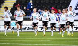Odd Grenland-Fußballmannschaft: Spieler Fredrik Semb Berge (2. v. l.) kann durch die Investition von Eurojackpot-Gewinner Y. Borgersen weiterhin für seinen Verein spielen.