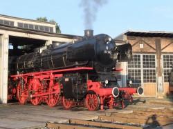Bildunterschrift: Unternehmer Paul Gauselmann beteiligte sich mit 25.000 Euro an der Restaurierung der historischen Dampflokomotive 01 150, die am 31. August auf der Bahnstrecke zwischen Bielefeld und Rahden zu sehen ist. (Fotograf: Joachim Schmidt)