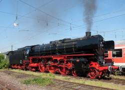 Unternehmer Paul Gauselmann beteiligte sich mit 25.000 Euro an der Restaurierung der historischen Dampflokomotive 01 150, die am 31. August auf der Bahnstrecke zwischen Bielefeld und Rahden zu sehen ist. (Fotograf: Joachim Schmidt)