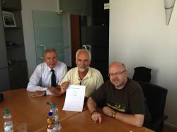Von links: Geschäftsführer Jürgen Kiehne und Mathias Hein; Bernhard Stracke Verhandlungsführer von ver.di