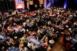 Wie jedes Jahr wird sich der Veranstaltungssaal der Spielbank Hohensyburg Ende November in einen großen Pokerfloor verwandeln, wenn beim WSPT-Finale hunderte Spieler aus ganz Deutschland um das große Preisgeld kämpfen. (Foto: WestSpiel)