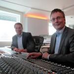 Sascha Blodau und Lars Rogge im Tonstudio.