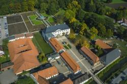 Die Garten- und Parkanlagen rund um Schloss Benkhausen sind für Besucher jederzeit geöffnet.