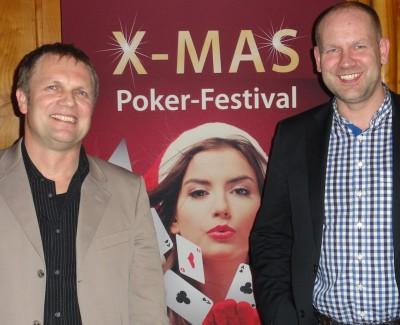 Jörn Wiesel (2) und Tobias Erdmann (1) vor der X-MAS-Lady (50. KW)