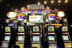 """Jackpot-Hattrick in der Spielbank Duisburg: """"Duisburg Nights"""", """"Jackpot Carnival"""" und der """"Auto Mystery""""-Jackpot spielten spektakuläre Gewinne aus. (Foto: WestSpiel)"""