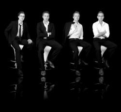 """Elegant lässiges Quartett: """"Foss Doll"""" sorgen in der Spielbank Duisburg für Silvester-Stimmung. (Foto: Foss Doll)"""