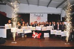 Beeindruckendes Schlussbild: Ein Feuerwerk für alle Spender, die mit ihren Schecks nach Mayen gekommen waren.