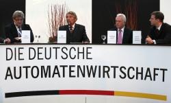 Pieter Remmers, Paul Gauselmann, Wolfgang Kubicki und Prof. Dr. Bernd Hartmann (v.l.n.r.)
