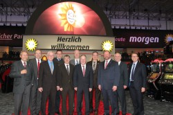 V.l.n.r.: Paul Gauselmann, Dr. Ralf Niermann, Georg Droste, Kai Abruszat, Hartmut Jork, Andreas Schwarze, Klaus Kienemann, Eckhard Witte, Heinrich Vieker, Manfred Langhorst und Armin Gauselmann.