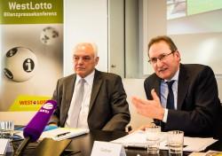 Walter Schneeloch (Präsident des Landessportbundes NRW) und WestLotto-Geschäftsführer Theo Goßner.