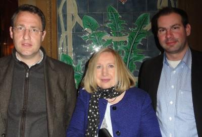 Nach dem Deal: Frank Alt (2), Carmen Ushky (3) und Julian Märgner (1)