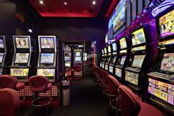 """Jackpot-Hattrick in der Spielbank Bremen: Multi-Roulette, """"Dolphin Treasure"""" und der """"50 Lions""""-Jackpot spielten spektakuläre Gewinne aus. (Foto: WestSpiel)"""