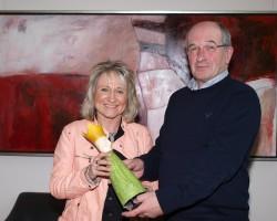 Robert Hess, Geschäftsführer SCHMIDT Gruppe Service GmbH, gratulierte Klaudia Breitenbach zur erfolgreichen Prüfung.