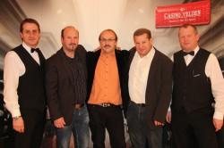 Die Gewinner Günter Kamnik, Peter Fritz und Helmut Hofer flankiert von den Turnierleitern Gerald Golker und Alois Suppan (v.l.n.r.).Casino Velden