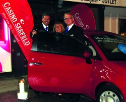 Guests & Organisation Manager Robert Frießer, Gewinnerin Sonja Pichler, Empfangschef Norbert Wikipil; Casino Seefeld