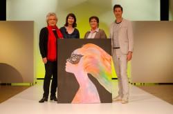 V.l.n.r.: Brigitte Dimai (Künstlerin), Margit Steinwender (Kunstverein Velden), Jutta Kempfer (Obfrau Kunstverein Velden) und Hannes Markowitz (Casino Velden). (Foto: KK/bigbang)