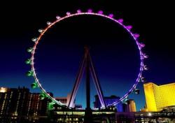 Montag, 31. März 2014: Der Las Vegas High Roller heißt seine ersten offiziellen Gäste willkommen. (Foto: Denise Truscello)