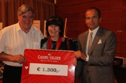 Gewinnerin Sofie Walter mit ihrem Ehemann und Casinodirektor Mag. Othmar Resch. (Foto: Casino Velden)