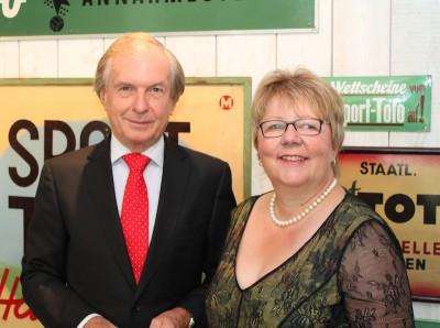 Lotto-Geschäftsführerin Marion Caspers-Merk mit EL-Präsident Friedrich Stickler in der Stuttgarter Lotto-Zentrale.