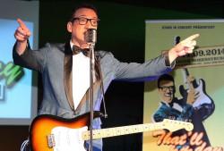 Der Waliser Ian Wood verkörpert die Musik-Legende Buddy Holly an acht Abenden in der Spielbank Hohensyburg. (Foto: Dan Laryea)