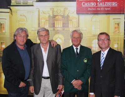 Preisübergabe an die Sieger der Brutto-Wertung Markus Berger (li.) und Hermann Lüftner (2.v.li.) mit Dr. Günther Ganzera (2.v.re.) und Christian Szentivanyi (re.).