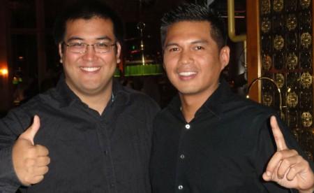 Der Turniersieger John Sannad (links) mit einem Freund.